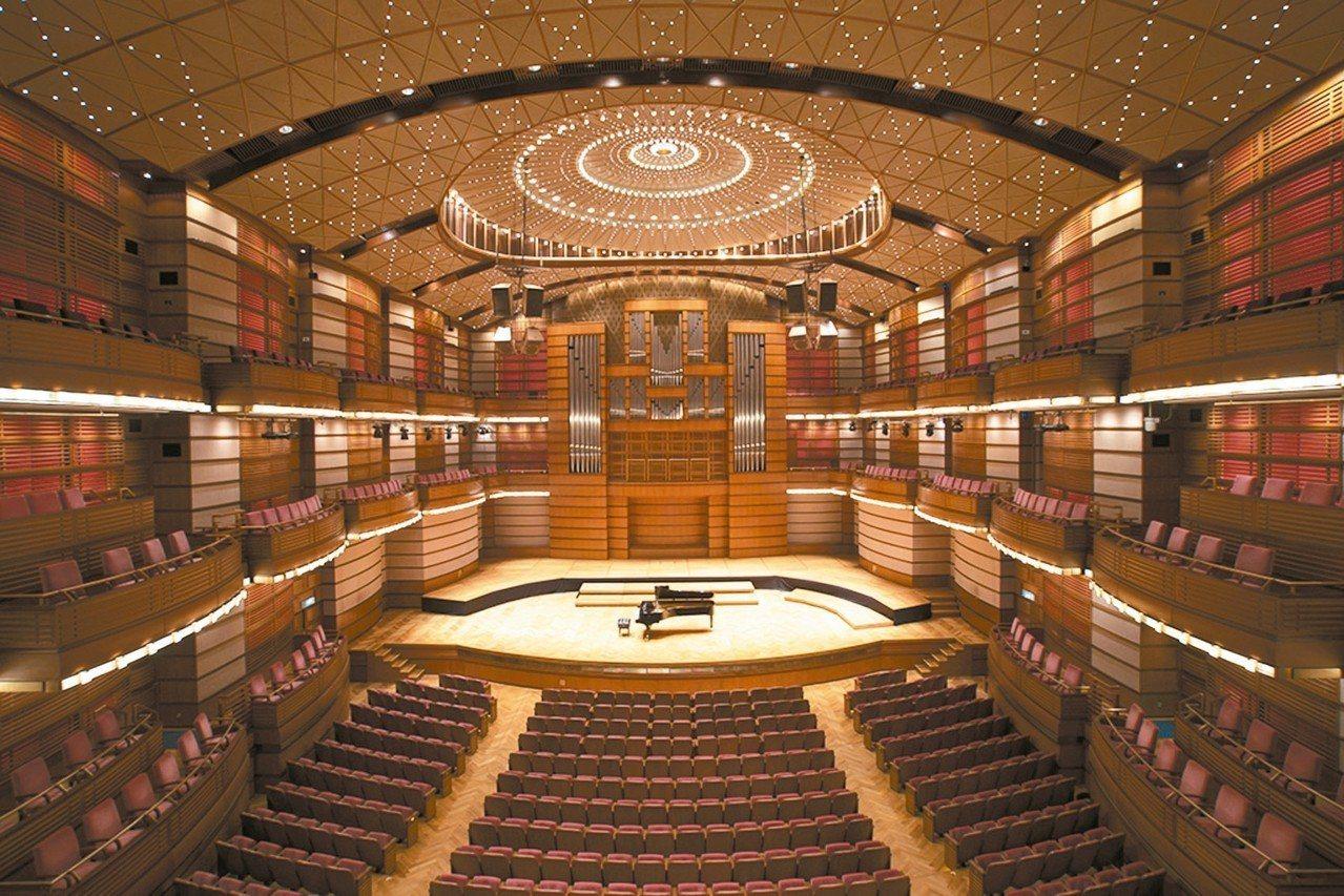 馬來西亞愛樂樂團常駐於馬來西亞國油管弦樂廳,可讓愛侶享受音樂饗宴。 圖/馬來西亞...