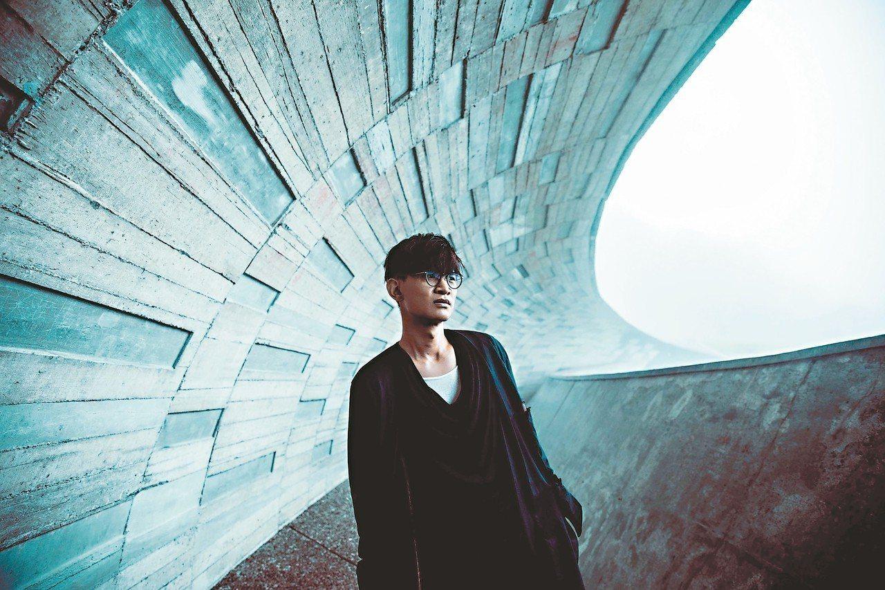 卓義峯蟄伏10年,推出新專輯「聽者」。 圖/豐華提供