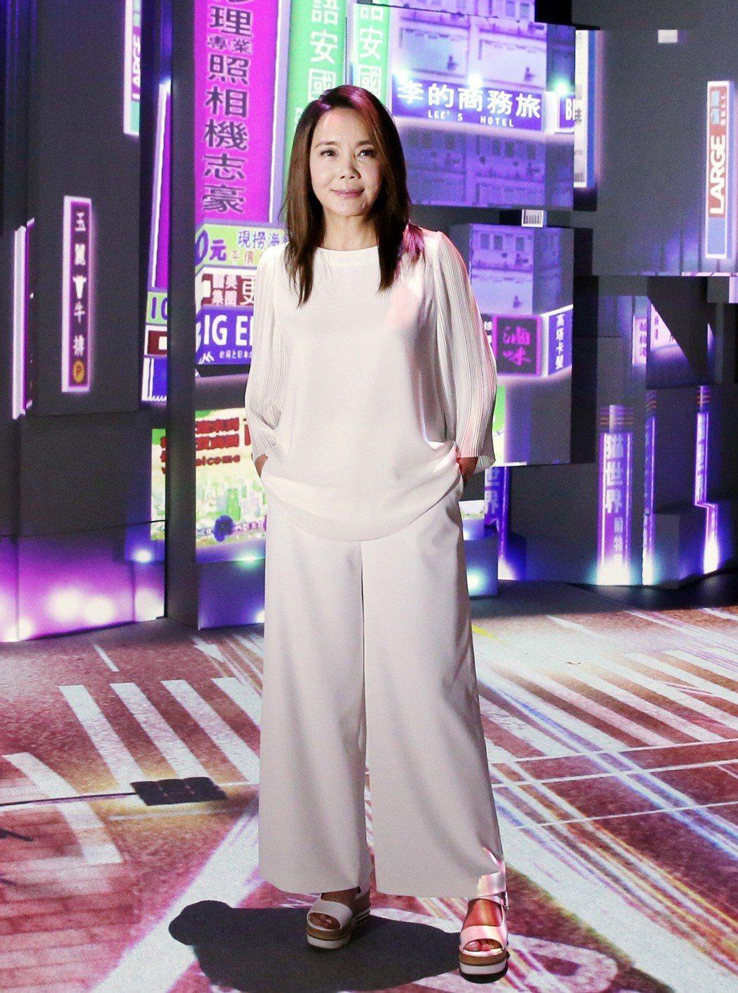 辛曉琪「人生若只如初見」演唱會,邀請在日本結合藝術、科技創造出絢爛光影特效的Na