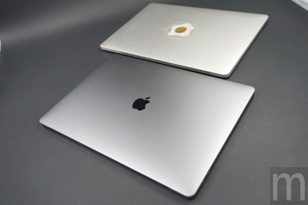 與2016年款MacBook Pro (後者)比較,基本上外型設計並沒有特別差異