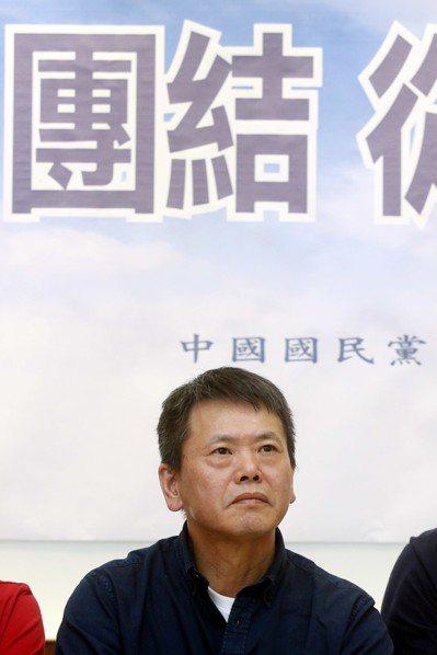 國民黨在新竹縣分裂,國民黨立法院黨團上午舉行「團結,從新竹起」記者會,林為洲在會...