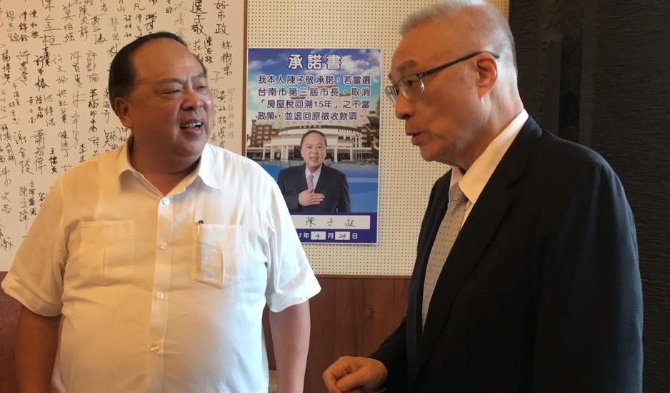 吳敦義(右)今與陳子敬面談,強調只是來找老朋友。記者綦守鈺/攝影