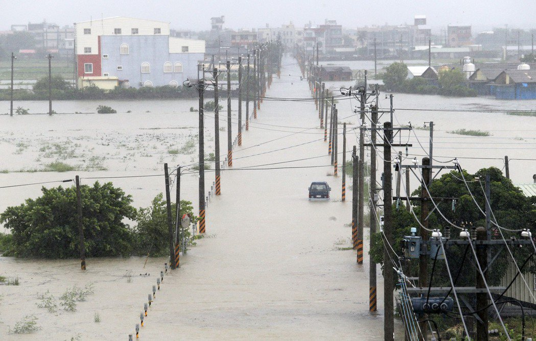 連日豪雨讓整個嘉南平原幾乎都泡在水中,政府多年投入大量治水預算,仍難解決淹水惡夢...