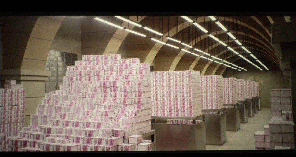 前華融董事長賴小民涉貪,住處搜出3噸重的現金。取自天極網