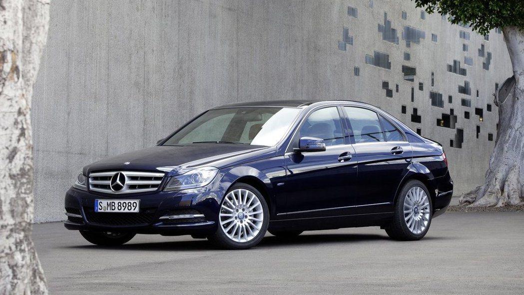 上一代W204的C-Class現約莫一台頂級國產車的價格。 摘自Mercedes