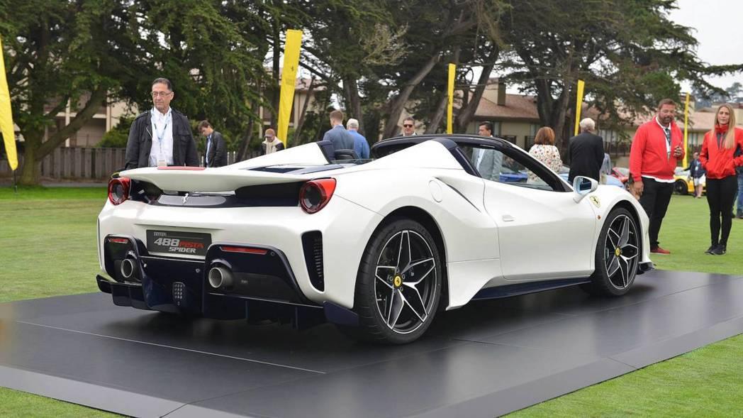 Ferrari 488 Pista Spider日前在圓石灘車展上無預警亮相。 ...