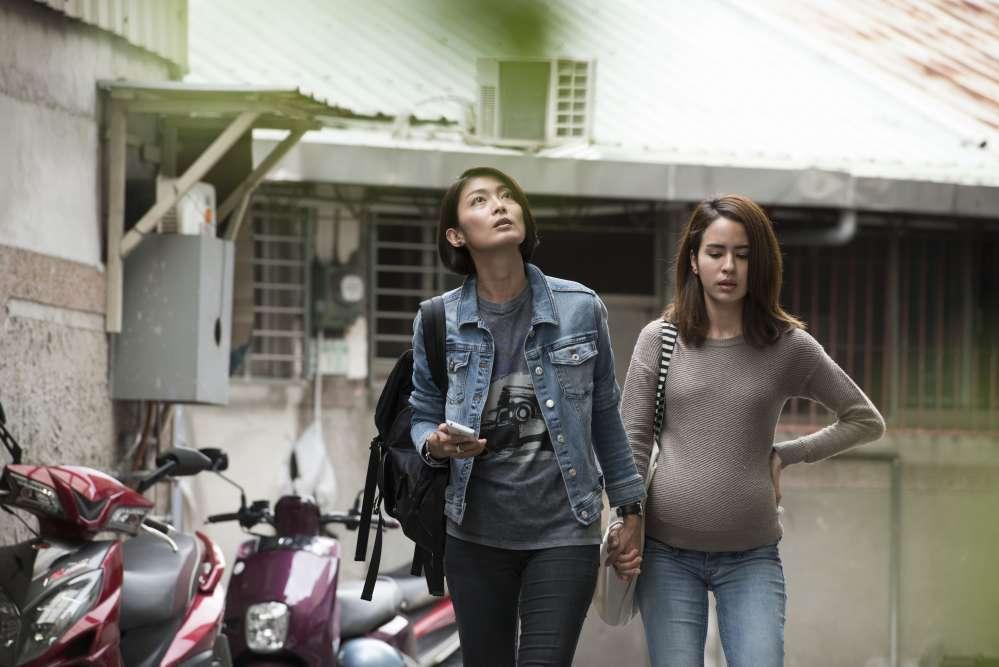 榕心想要有個完整的家庭,她逃離了台灣父親,來到英國尋找母親,卻意外找到了此生真愛...