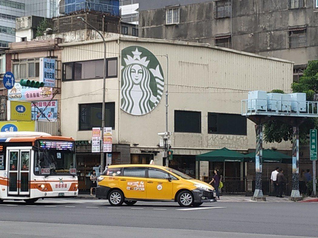 南港三重門市。 圖片來源/PTT