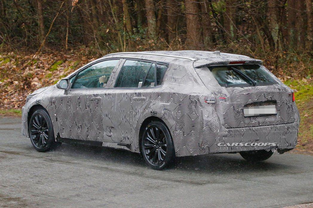 新世代Toyota Corolla Touring Sports測試偽裝車。 摘自Carscoops