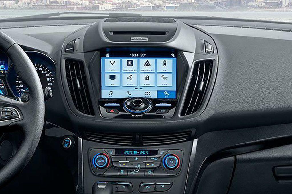 SYNC 3車載系統也能透過語音指令進行廣播電台頻率調整、專輯/曲名尋找、撥打電話、溫度調節等各項調控。 圖/Ford提供