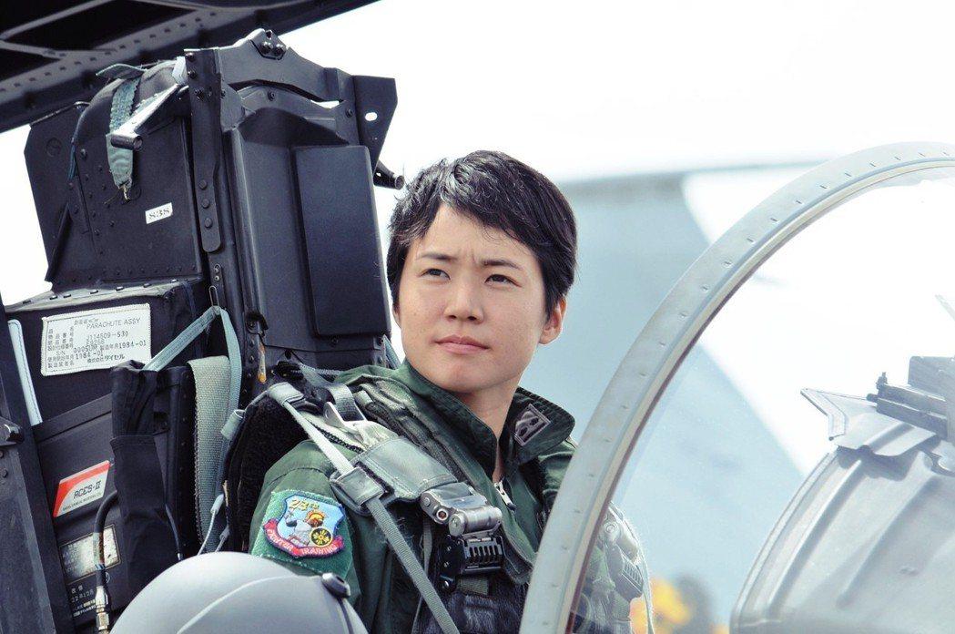 駕駛F-15J戰鬥機的松島美紗二等空尉,是日本航空自衛隊的第一名女性戰鬥機飛行員...