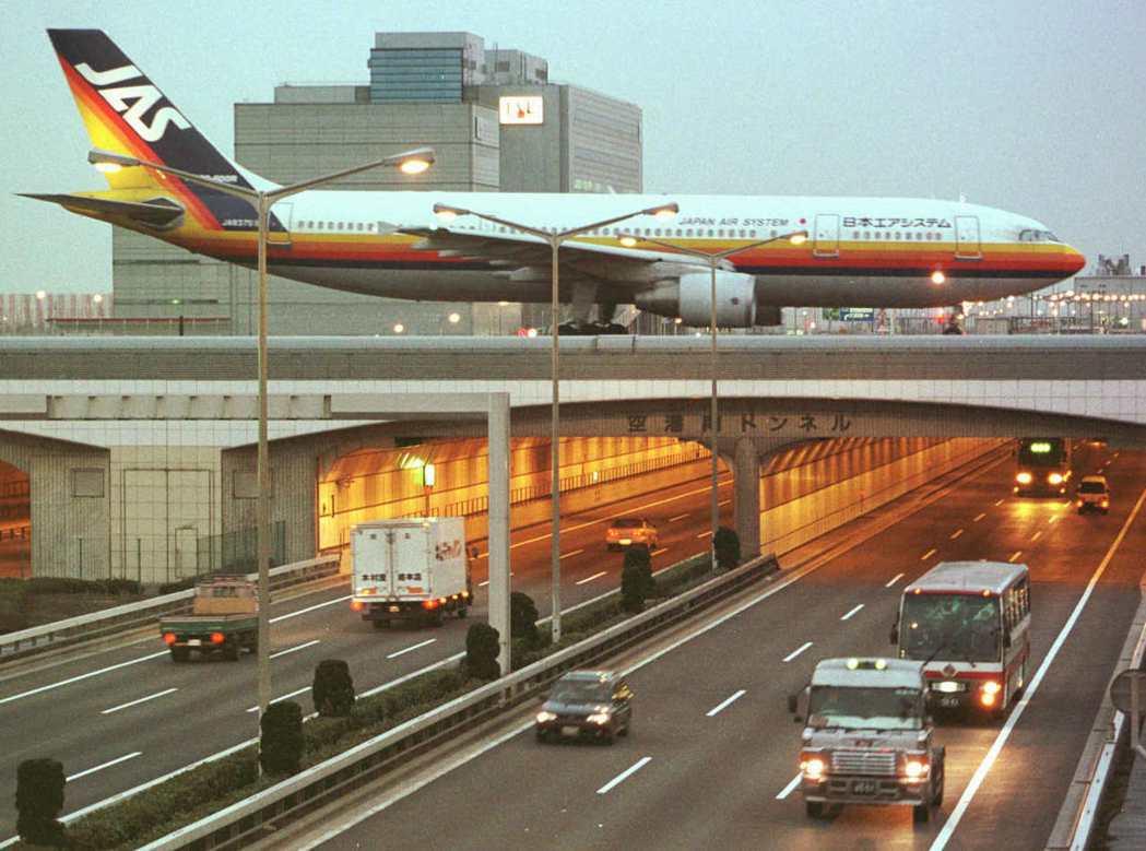 2001年911事件爆發後,國際航空因兵險、油價暴漲而成本大增,日本國際航線蕭條...