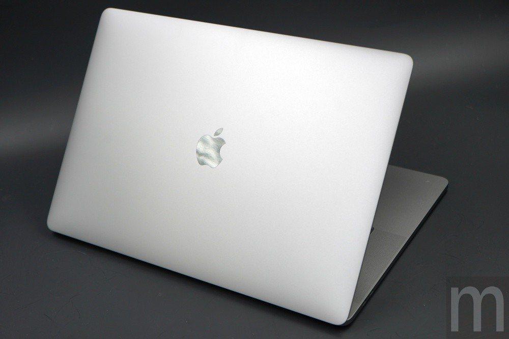 外部的蘋果標示一樣換成不鏽鋼材質,並且取消背光顯示模組