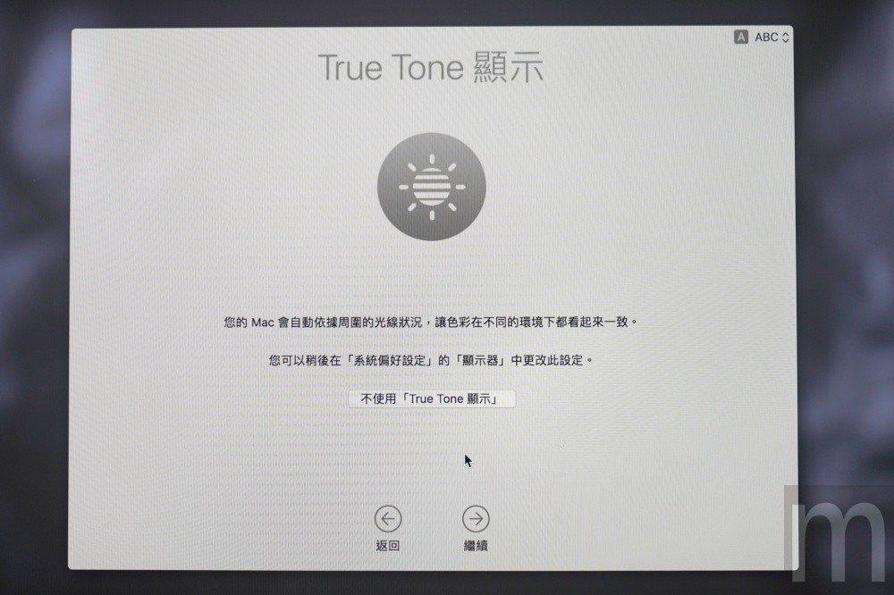 與iPhone X等手機相同的True Tone功能,能讓螢幕色彩在各個環境下維...