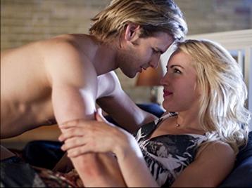 HBO與姐妹台Cinemax在北美是需要另外付費訂購的頻道,因此很重視夜間成人節目,藉由更多的「看點」吸引觀眾成為訂戶,尤其Cinemax夜間11點之後曾經連續多年都由床戲不斷、男女全裸激情場面層出...