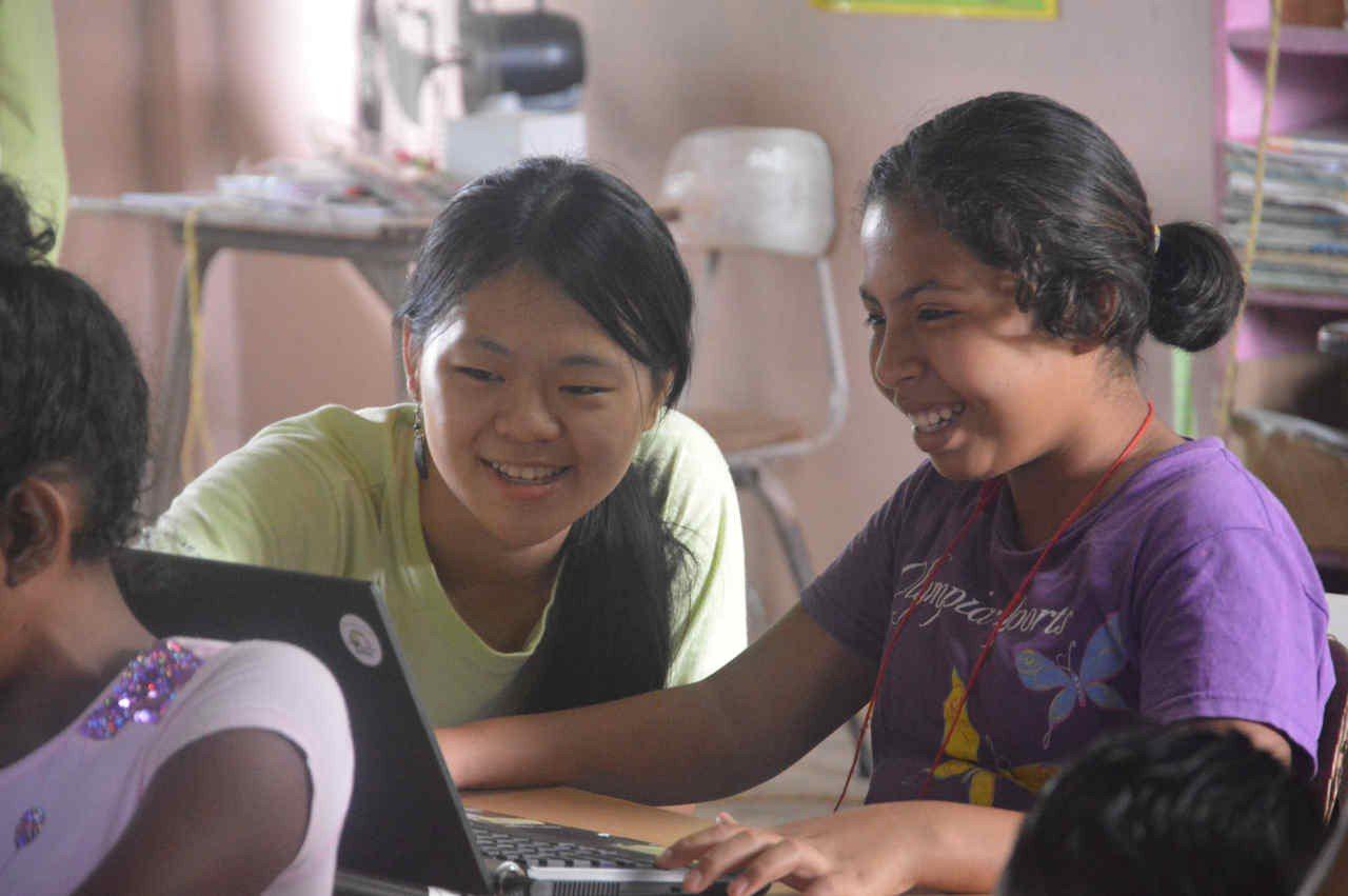 清華大學學生組成「國際志工貝里斯資訊教育服務團」以降低數位落差為目標,輔以文化課...
