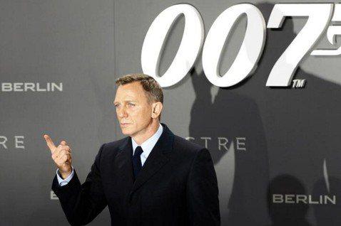 縱橫銀幕超過半世紀,永遠威風凜凜、始終打不死的英國超級間諜007詹姆斯龐德,終將壯烈犧牲?前不久「龐德25」(暫名)的導演丹尼鮑伊以「創作理念不合」為由退出,劇組忙著找新的導演人選接手,卻沒有人知道...