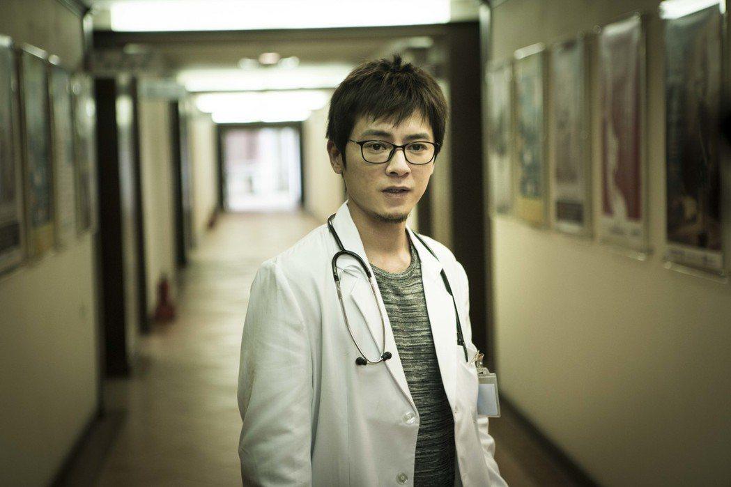 李國毅以「麻醉風暴2」入圍金鐘。圖/公視提供