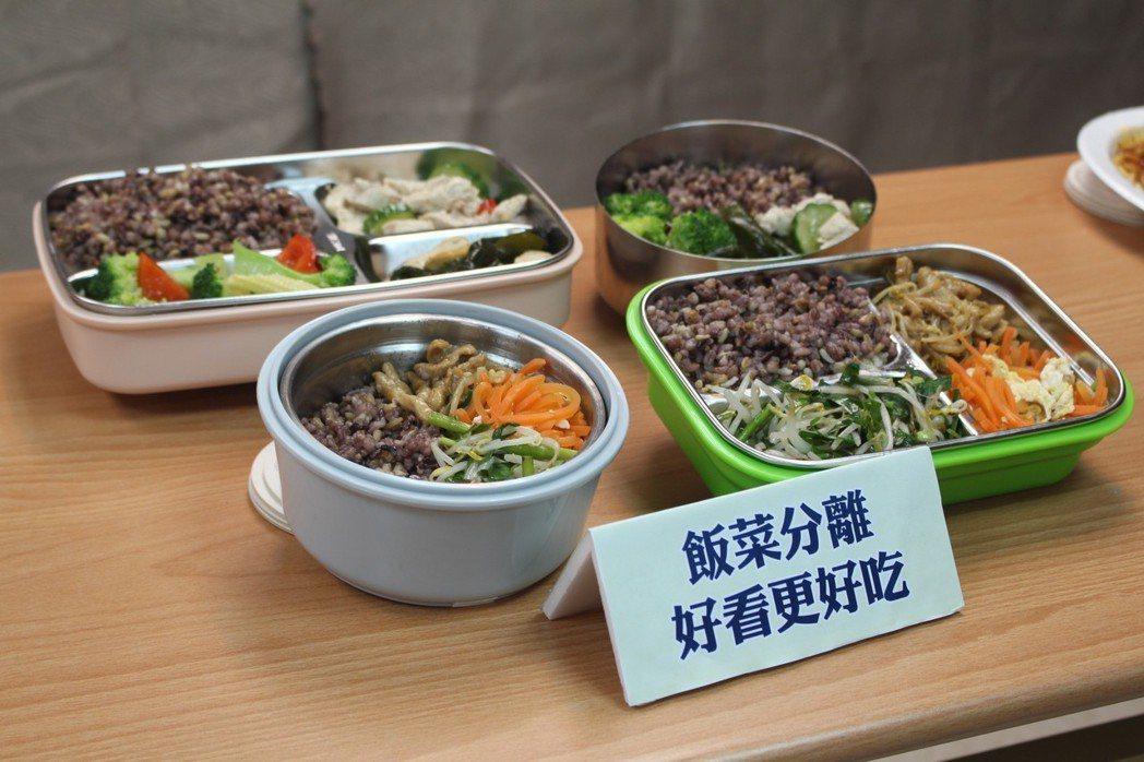 「飯菜混合」容易吃過多湯汁,攝取熱量超標,導致過胖,還會養成孩子「吃軟不吃硬」的...