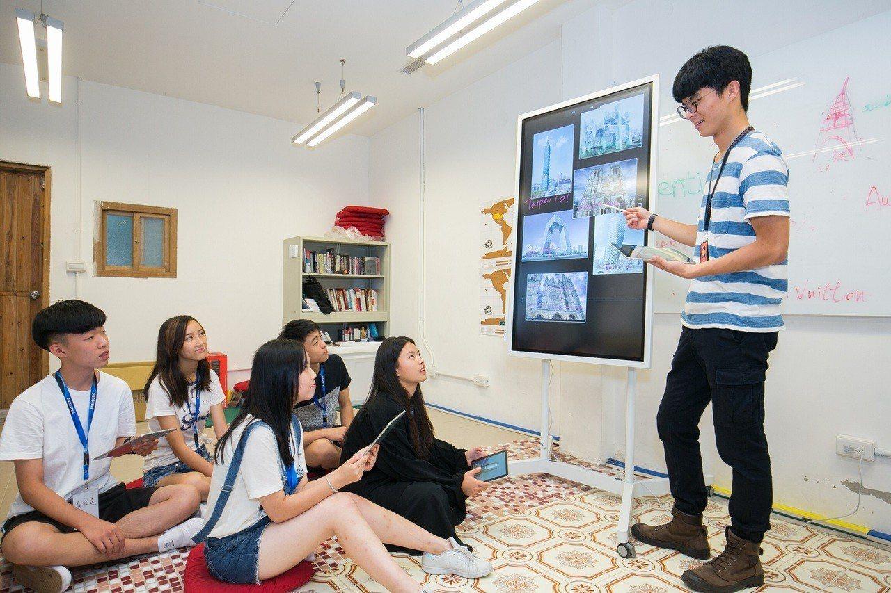 台灣三星積極推動智慧教室,藉由科技強化教學體驗。圖/三星提供
