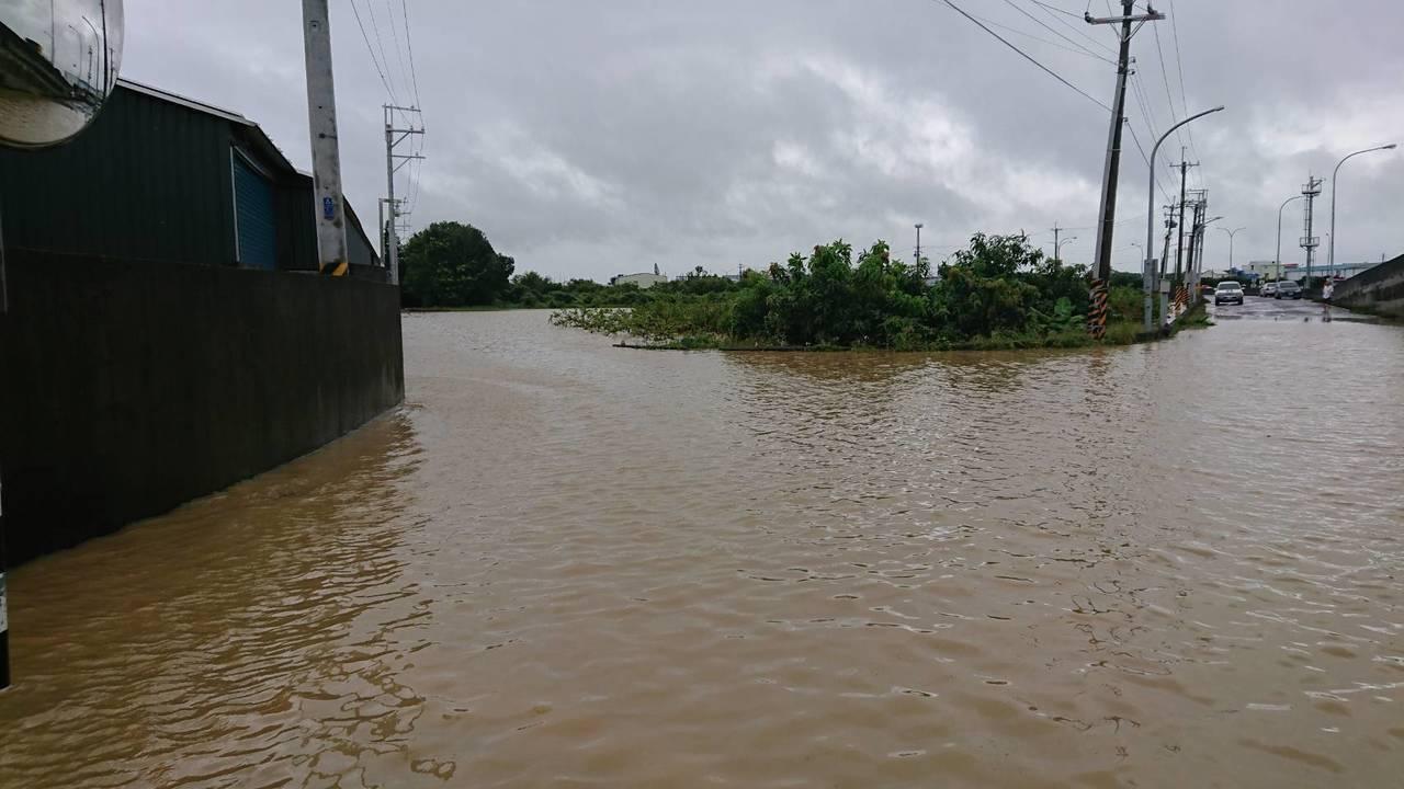 此波豪雨造成中南部淹水嚴重。圖/讀者提供