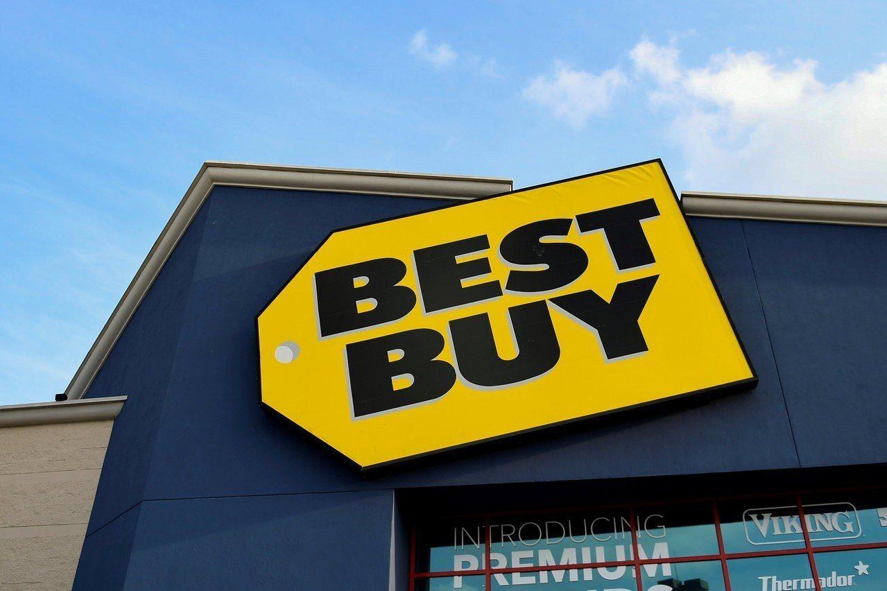 美國零售巨擘百思買發表上季財報,同店銷售成長優於預期,但財測不佳,股價還是大跌。...