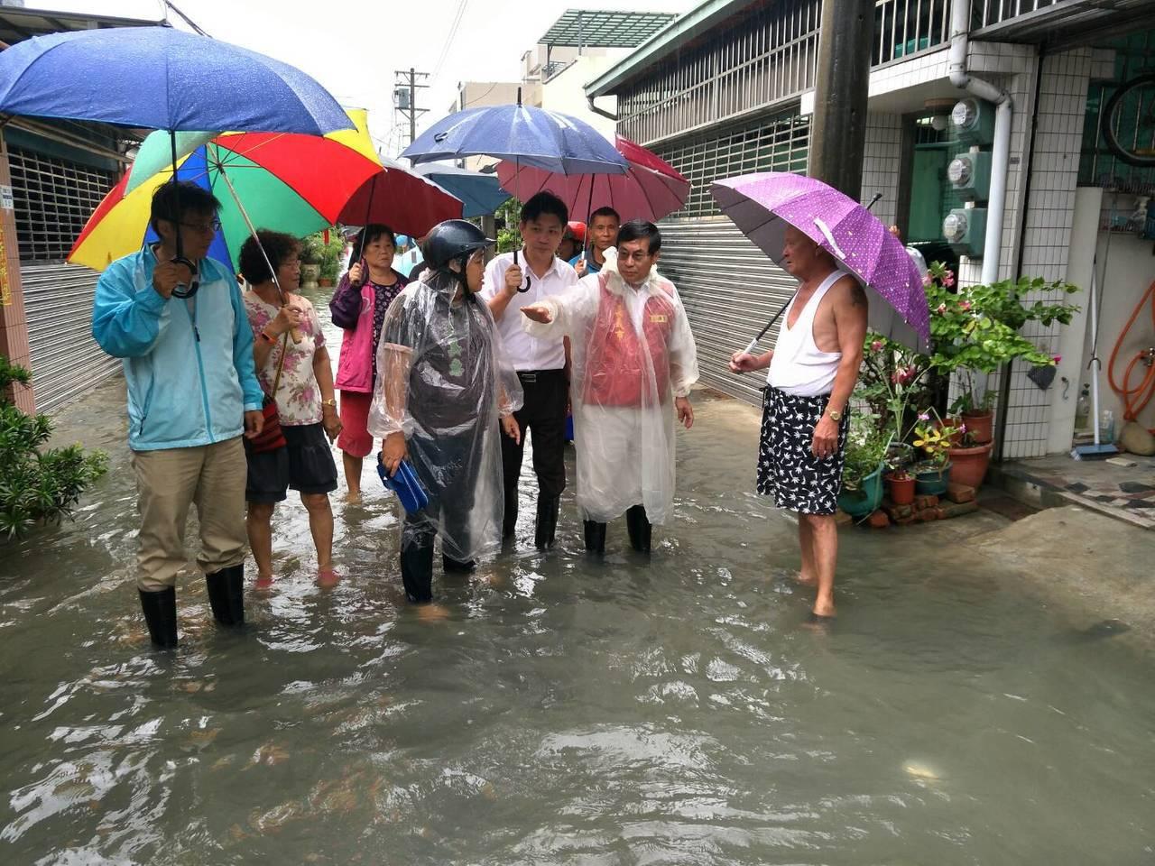 嘉義市政府說,本月24日上午接獲嘉義市紅瓦里有積水情況,因周遭農田已積滿水,遂透...