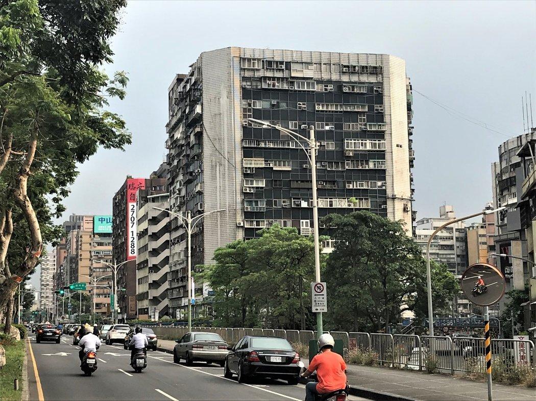 台北市知名凶宅錦新大樓。報系資料照