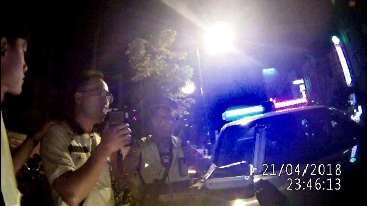 支援警政署長室2線3星的警官張博鈞(左二)今年4月在高雄酒駕釀6傷,獲檢方處以緩...