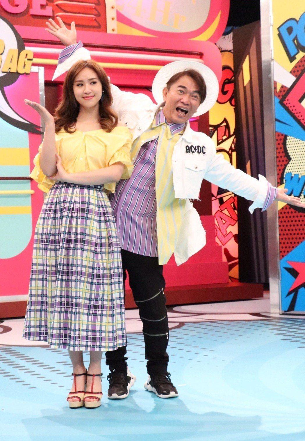 吳宗憲(右)和女兒吳姍儒的「小明星大跟班」入圍「綜藝節目」,但「綜藝節目主持人獎...