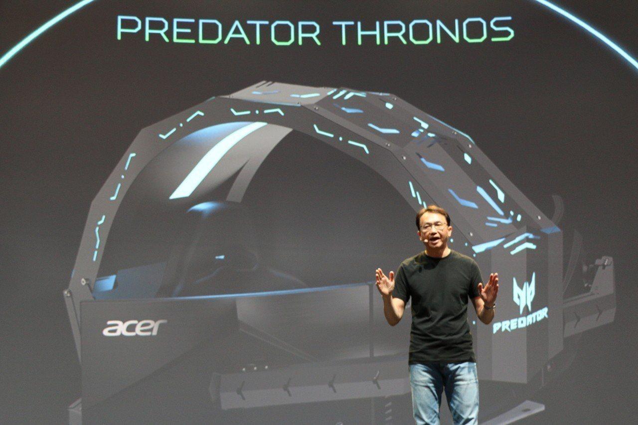 宏碁董事長陳俊聖在IFA展前國際記者會上,發表超酷炫的電競座艙Predator ...
