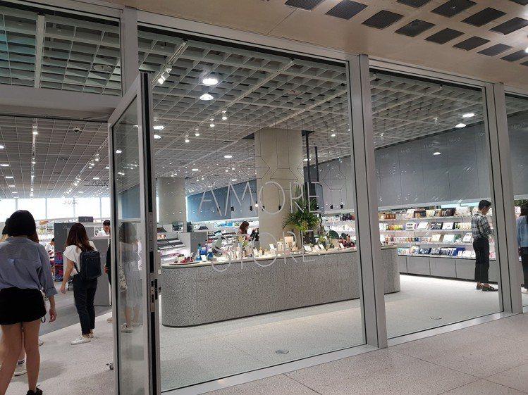 AMORE STORE,是唯一涵蓋愛茉莉太平洋集團所有品牌的商店,約有6,000...
