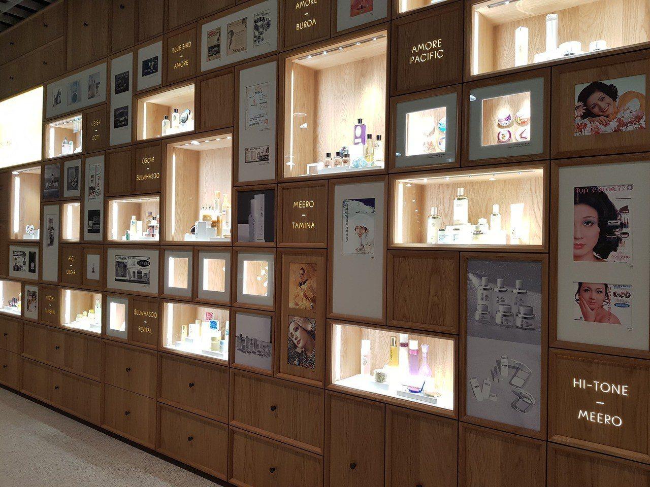 首爾愛茉莉太平洋總部的檔案館可以看到集團一路走來的輝煌發展史。記者陳立儀/攝影