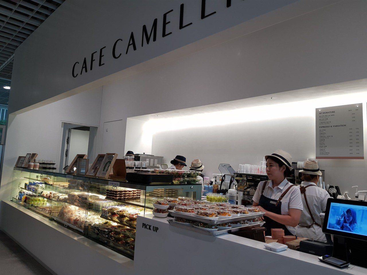 首爾愛茉莉太平洋總部的員工餐廳提供韓式、中式、西式等4種菜品午餐。記者陳立儀/攝...