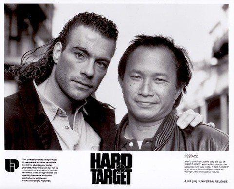香港名導吳宇森進軍好萊塢第一部電影「終極標靶」,上映滿25周年,此片在美雖然沒有超級大賣,卻讓片商小賺一筆,讓他有機會再拍攝「斷箭」、「變臉」等片,開始在好萊塢走紅。然而與外國影人合作和在香港拍片大...