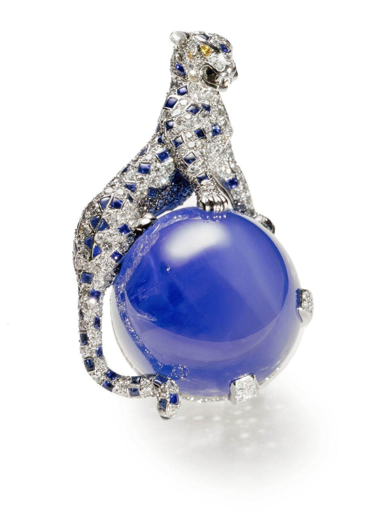 1949年,溫莎公爵委託貞杜桑設計的藍寶石美洲豹胸針。圖/卡地亞提供