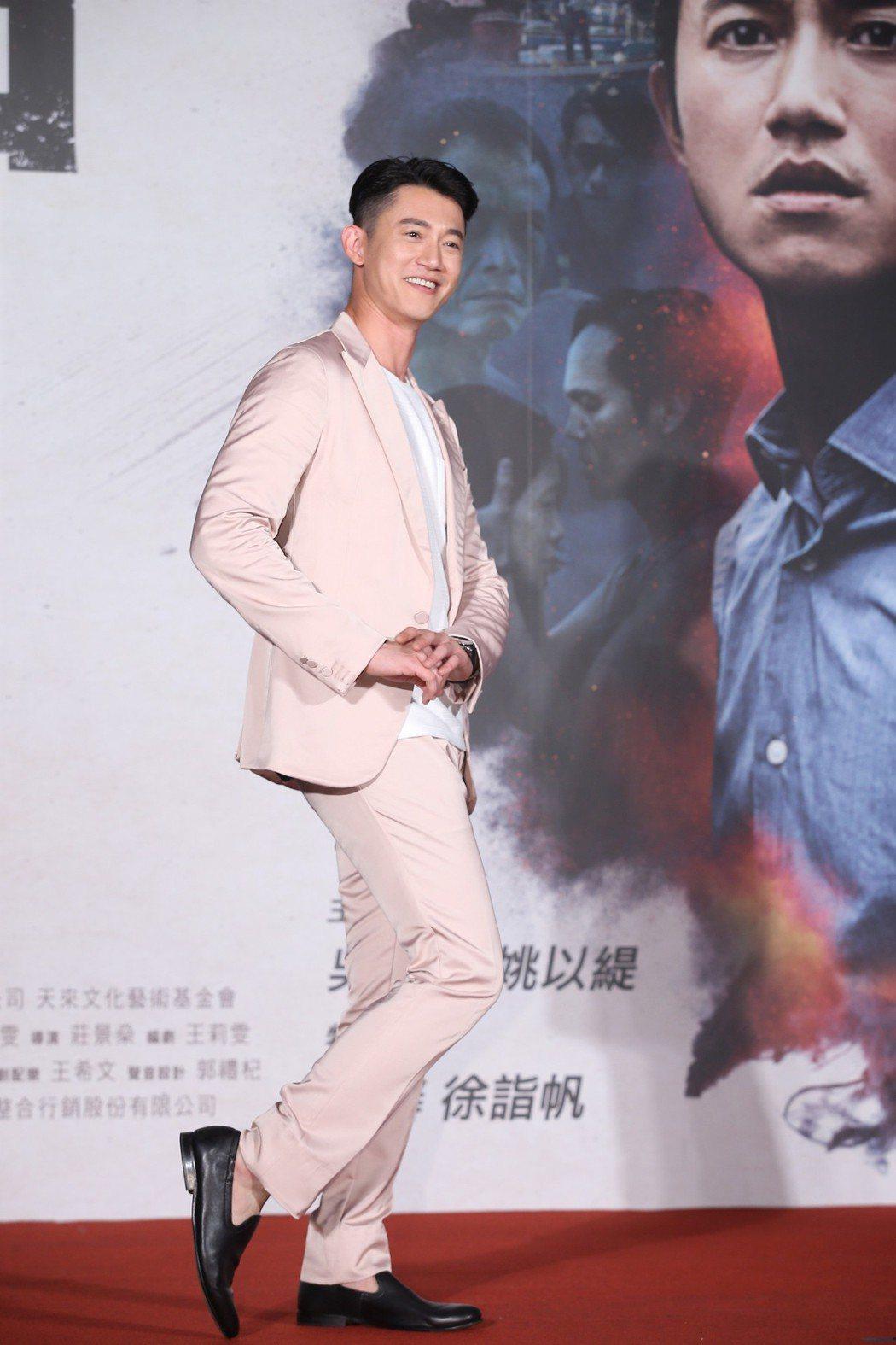 電影「引爆點」今天在台北信義威秀中庭舉辦盛大首映會,演員吳慷仁盛裝出席。記者高彬...