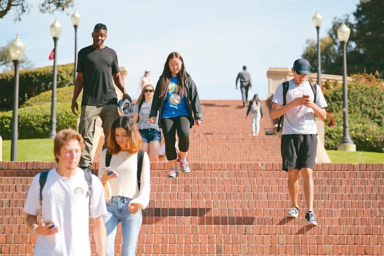 加州即將要求所有公立大學在校園提供墮胎藥,成為全美第一個這樣做的州。圖為洛杉磯加...