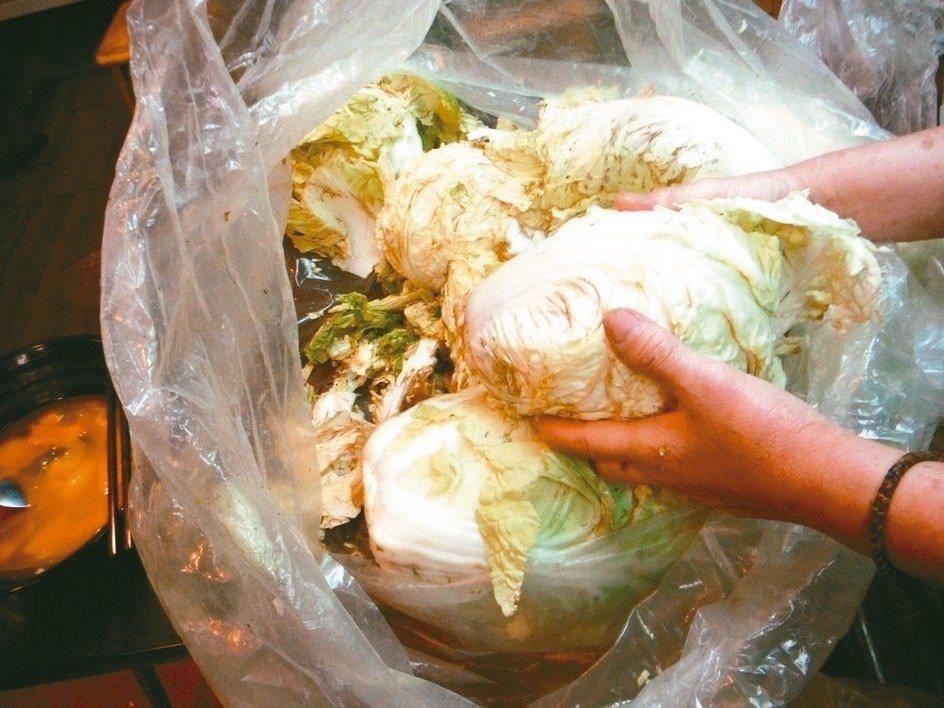 台北市衛生局去年稽查餐飲業者使用「垃圾菜」,卻誤植業者店名,法院判衛生局賠償5萬...