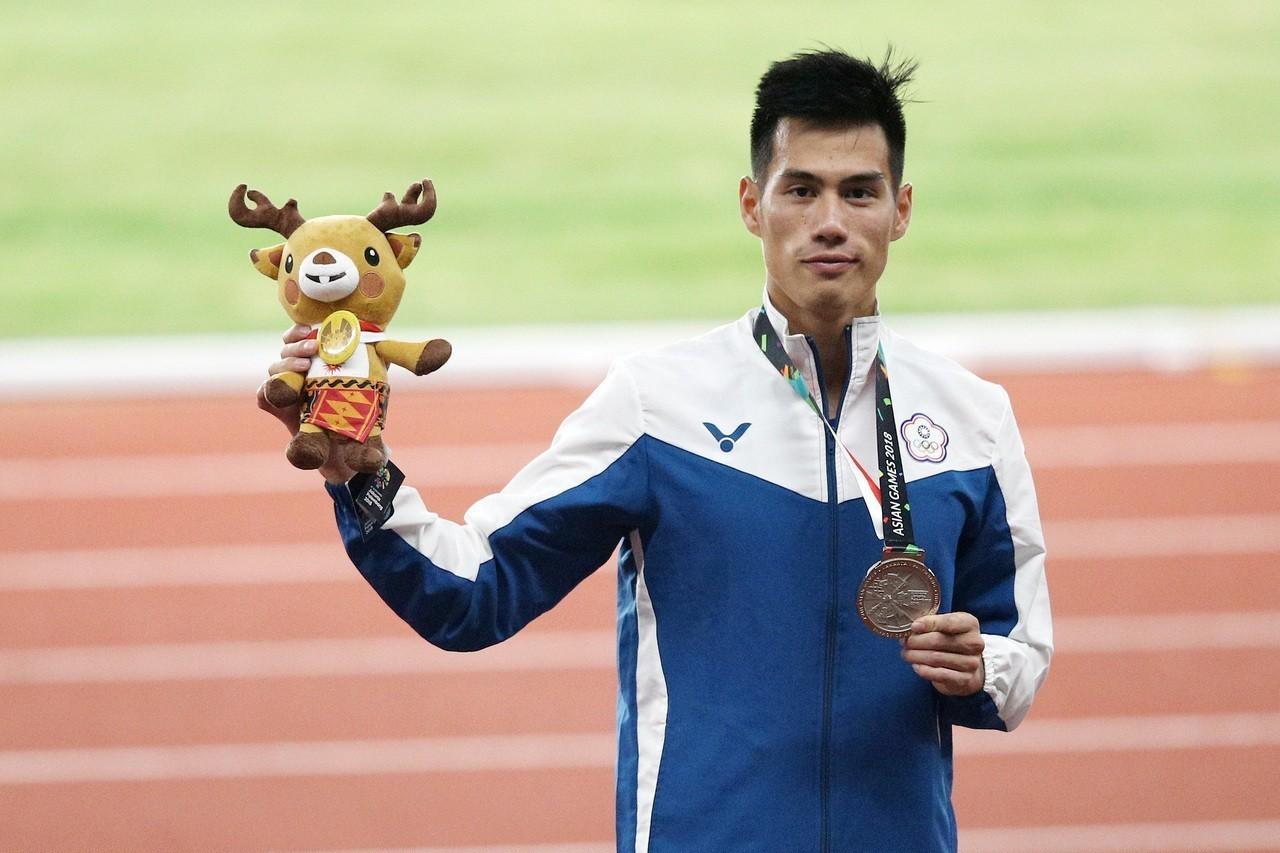 「台灣最速男」楊俊瀚29日在2018雅加達亞運男子200公尺決賽,以0.001秒...