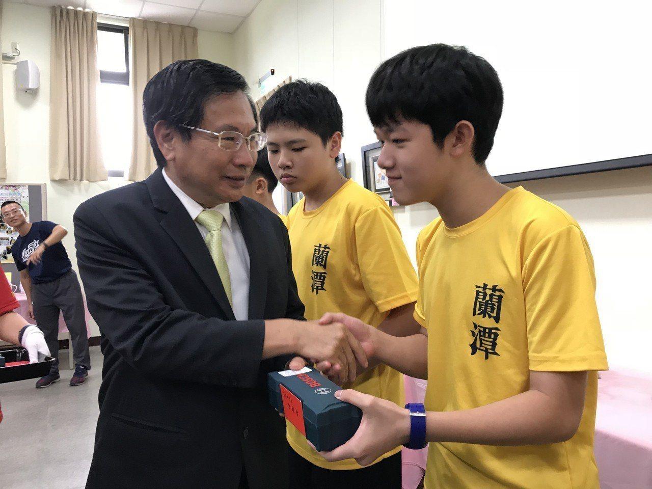 嘉義市蘭潭國中成立科技隊,今年暑假前往南京參加兩岸青少年科技創作競賽,勇奪「仿生...