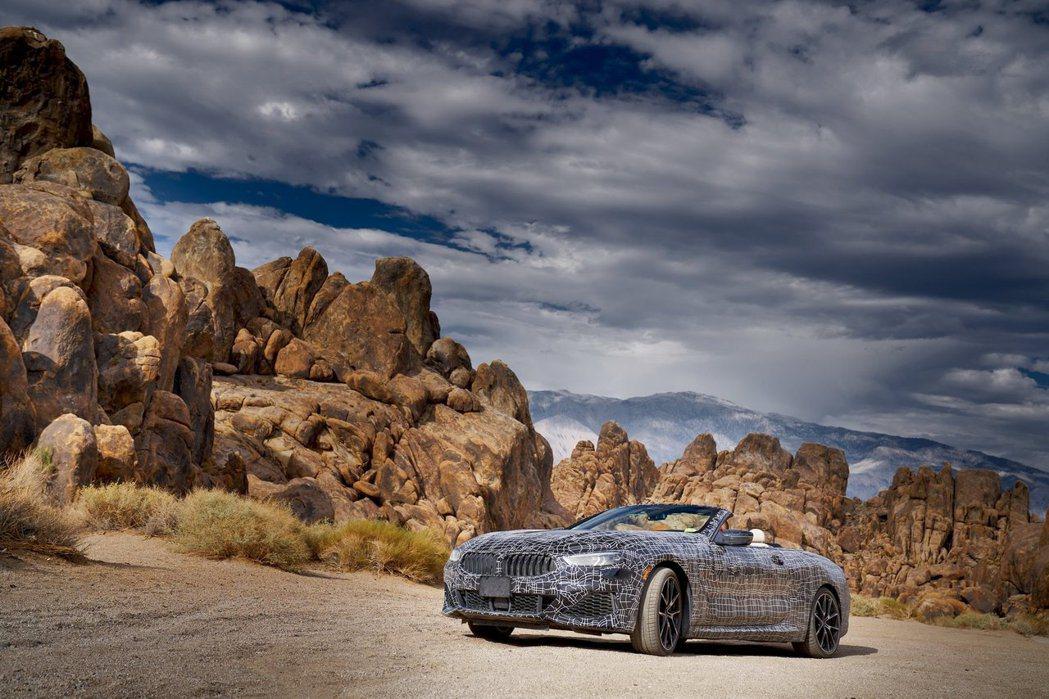 全新BMW 8 Series Convertible跑去地獄般炎熱的死亡谷進行高...