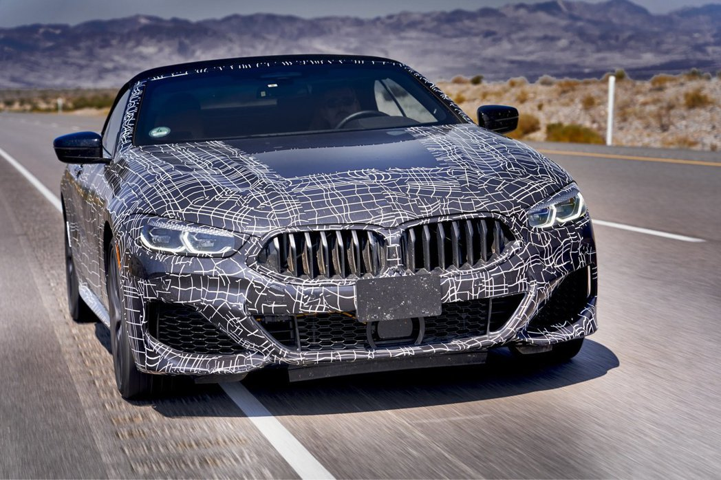 全新BMW 8 Series Convertible原廠偽裝照。 摘自BMW