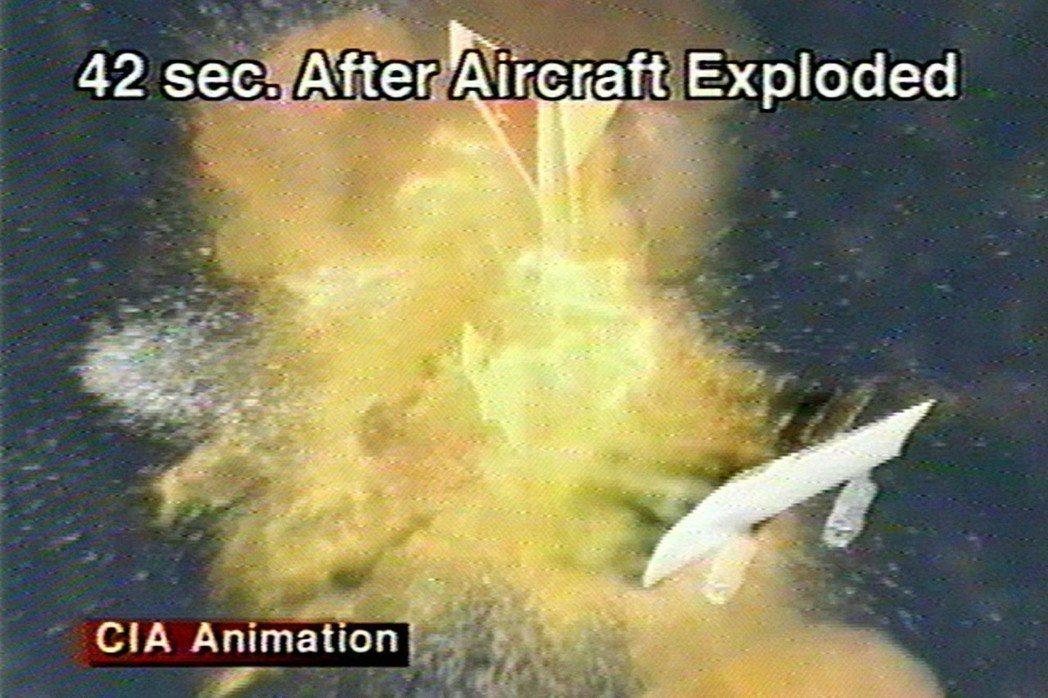 圖為1997年11月,環球航空800號班機爆炸模擬示意圖。 圖/路透社