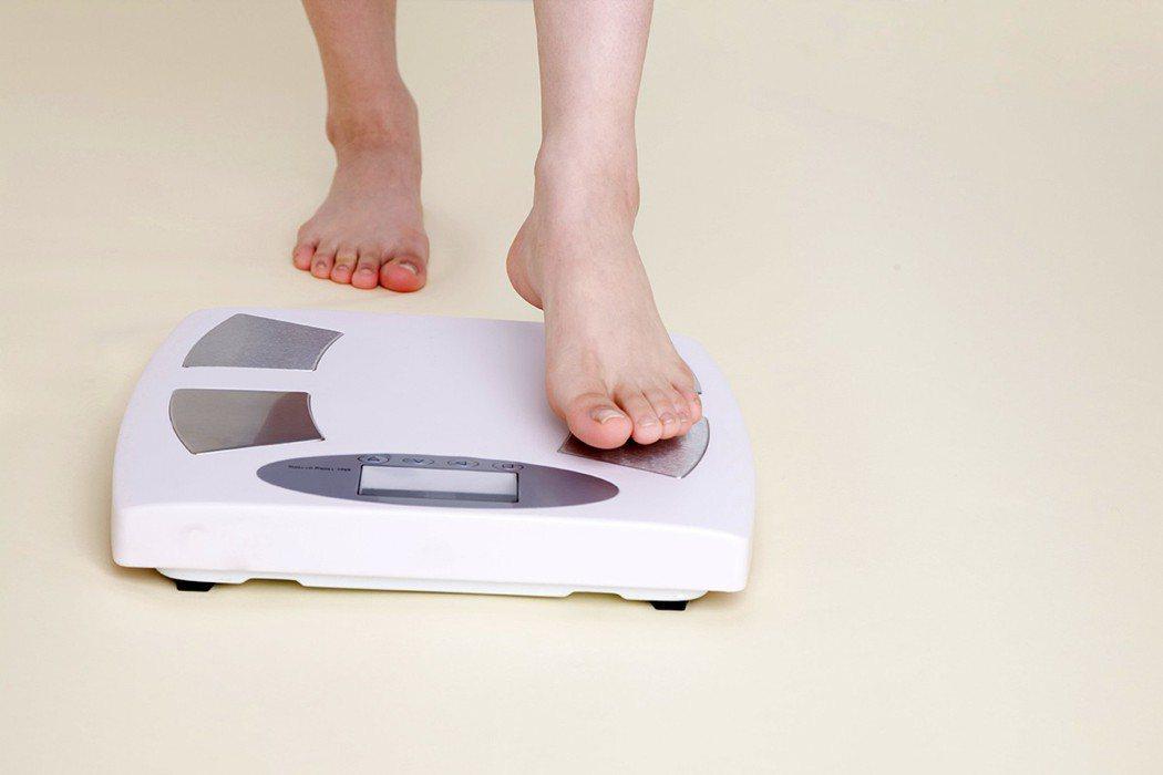 每天早上起床先量體重,是減重最重要的一件事。 圖片/ingimage