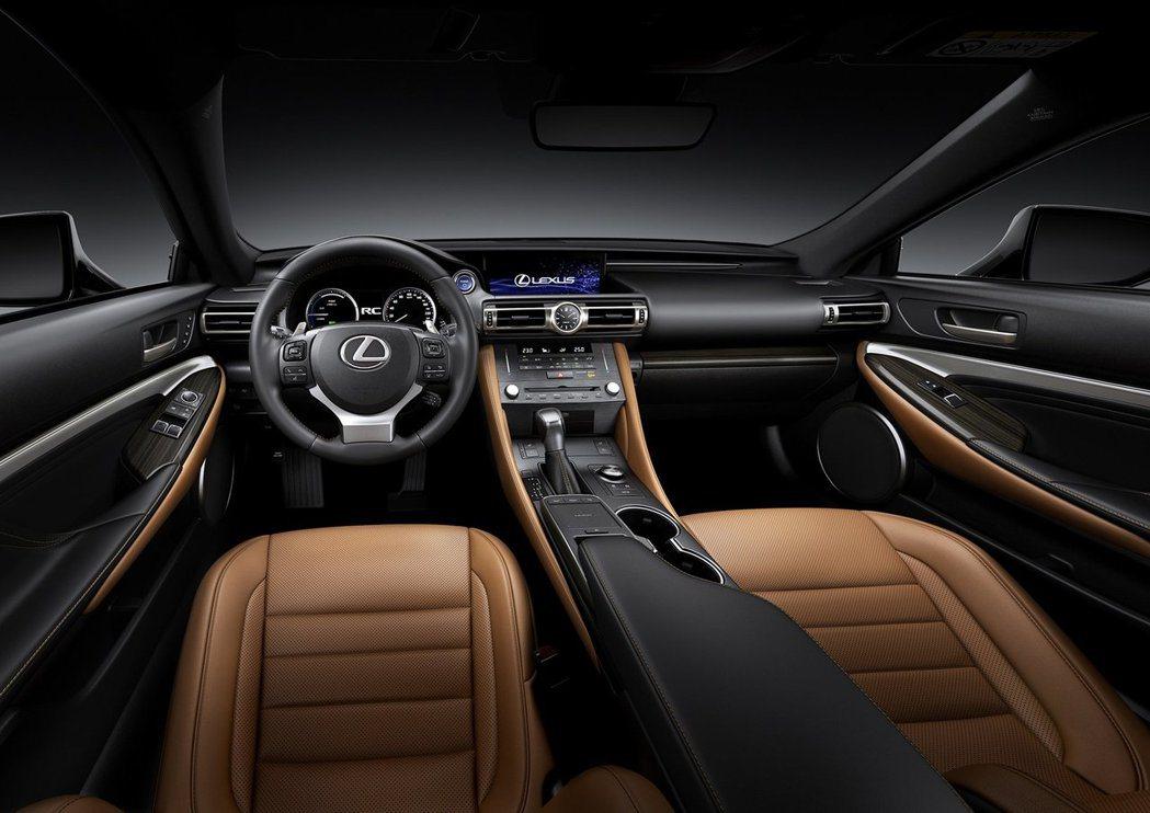 內裝格局沒有太大的變化,但材質搭配選項增多。 摘自Lexus