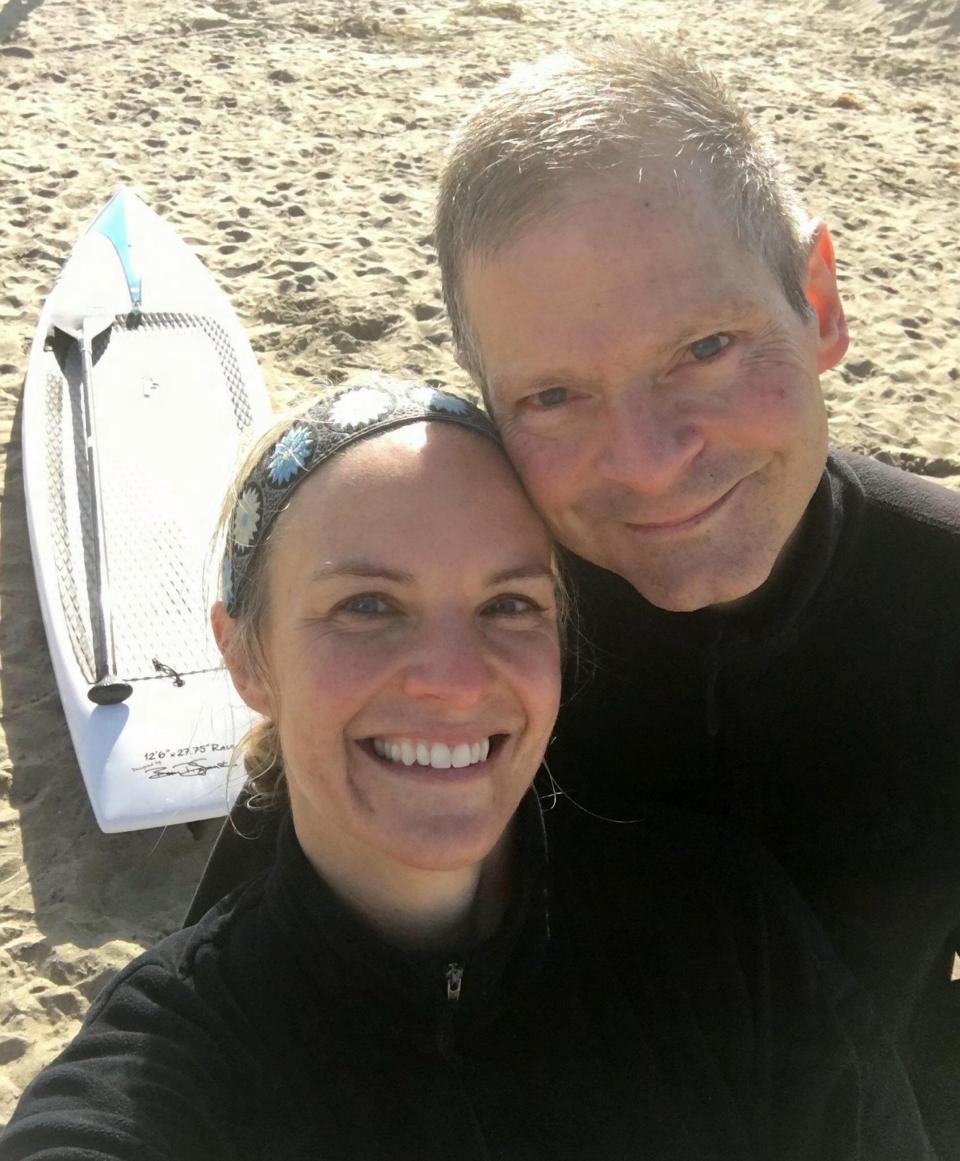 蒙哥馬利歷經10個月恢復期後,兩人重回初次約會的海灘。 擷自太陽報