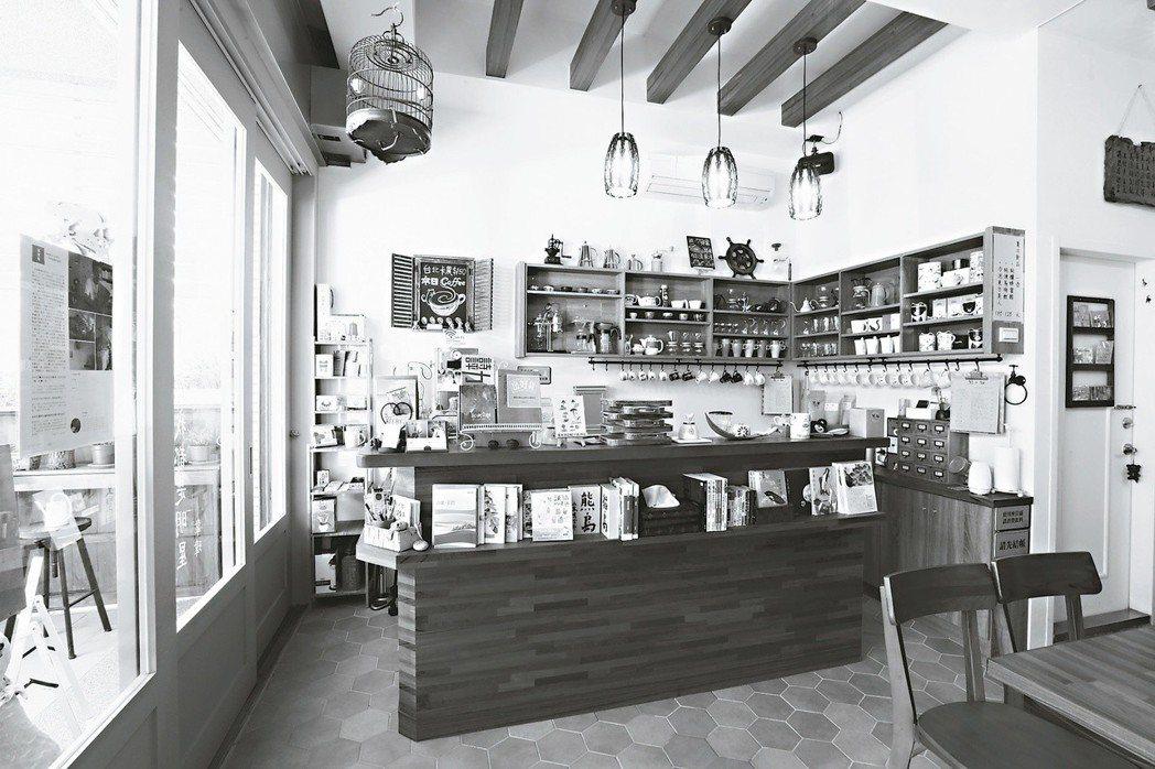 熊與貓咖啡書房是間讓人驚訝有這麼多書的書店。