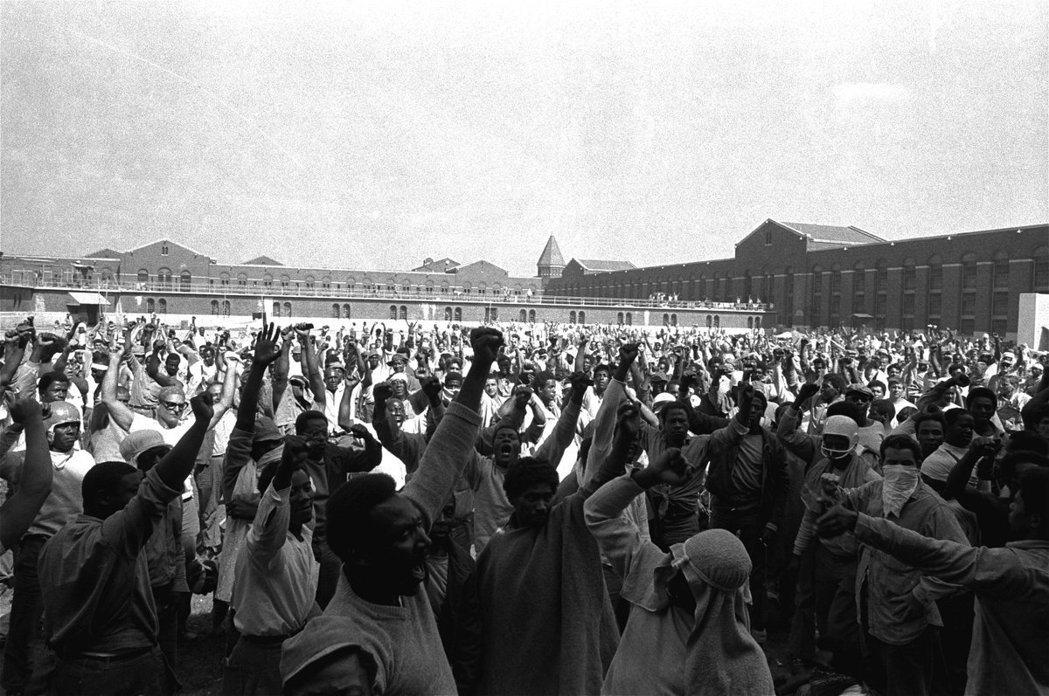 我們不是奴隸!圖為1971年的紐約阿緹卡州立監獄暴動事件。 圖/美聯社