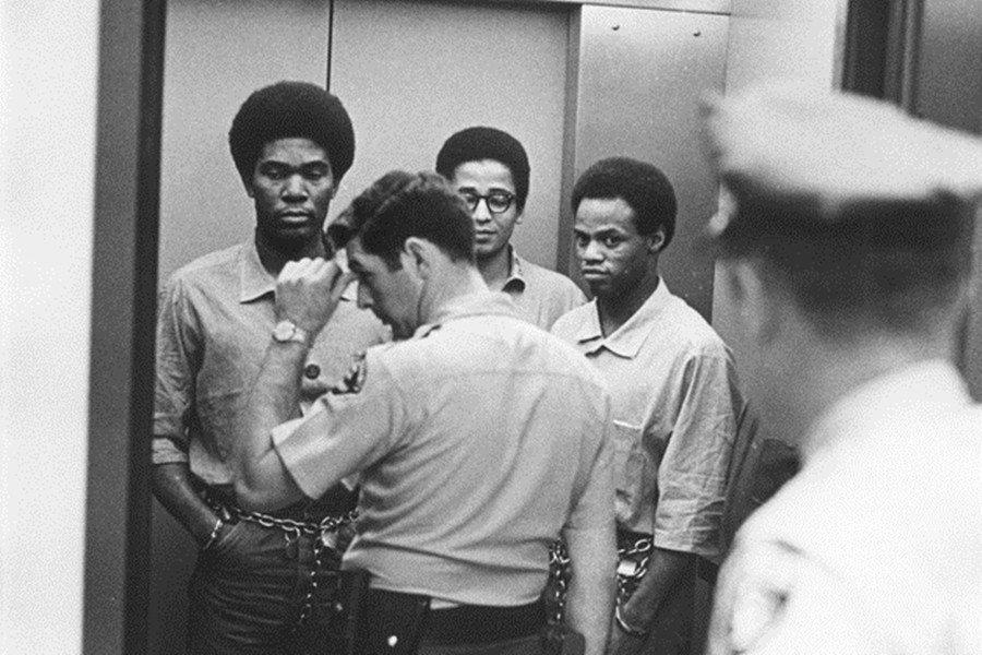回溯這起震驚社會的越獄事件前,我們先要理解故事的主角傑克森。圖為「索萊達兄弟」的...